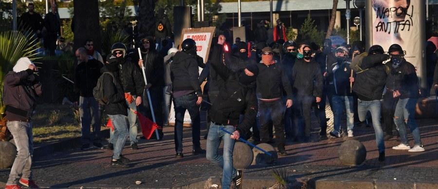 W Neapolu doszło do starć między policją a wywodzącymi się z grup skrajnej lewicy przeciwnikami trwającej tam wizyty lidera prawicowej, antyimigracyjnej Ligi Północnej Matteo Salviniego. Policja została obrzucona kamieniami, petardami i koktajlami Mołotowa.