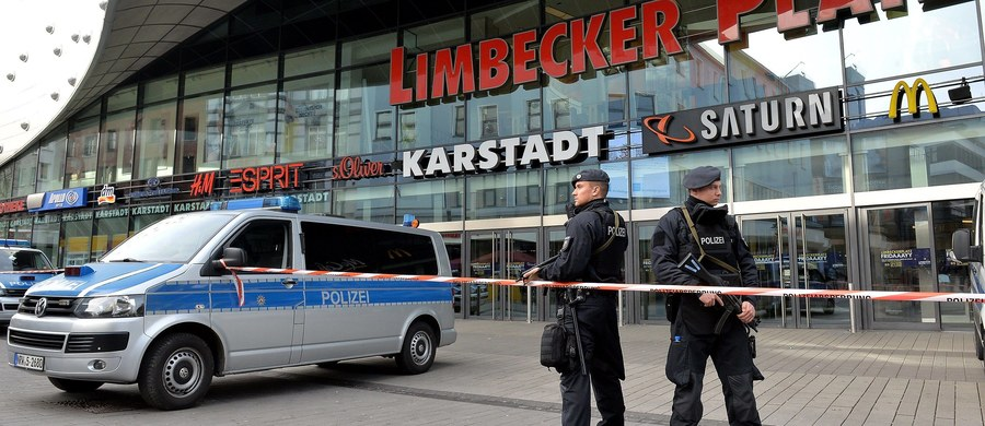 W związku z groźbą zamachu terrorystycznego na centrum handlowe w Essen niemiecka policja zatrzymała w sobotę dwie osoby w pobliskim Oberhausen. Według telewizji WDR przygotowania do zamachu miały podłoże islamistyczne.