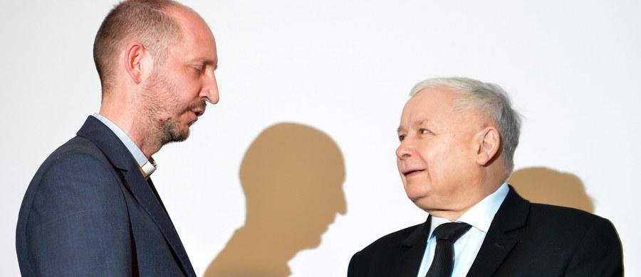 """Stowarzyszenie """"Dom Wschodni–Domus Orientalis"""" zostało uhonorowane przez Fundację Europejski Fundusz Rozwoju Wsi Polskiej nagrodą im. Józefa Ślisza. Nagrodę, statuetkę oraz czek na 100 tys. zł wręczył członek Collegium Nagrody prezes PiS Jarosław Kaczyński. Podczas uroczystości prezes PiS mówił o konflikcie w Syrii. Jego zdaniem, pomoc chrześcijanom na Bliskim Wschodzie """"jest czymś niezmiernie ważnym, jest naszym wielkim zobowiązaniem""""."""