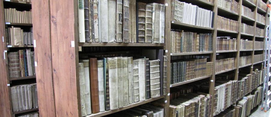 Poddasze z unikatowym dźwigiem, magazyny starodruków i najnowszych książek oraz taras z malowniczym widokiem. Twoje Niesamowite Miejsce w Faktach RMF FM to tym razem Zakład Narodowy imienia Ossolińskich we Wrocławiu.