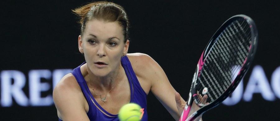 Agnieszka Radwańska pokonała Hiszpankę 6:3, 6:4 i awansowała do trzeciej rundy tenisowego WTA na twardych kortach w Indian Wells. Spotkanie trwało 103 minuty. Kolejną rywalką Polki będzie Chinka Shuai Peng.