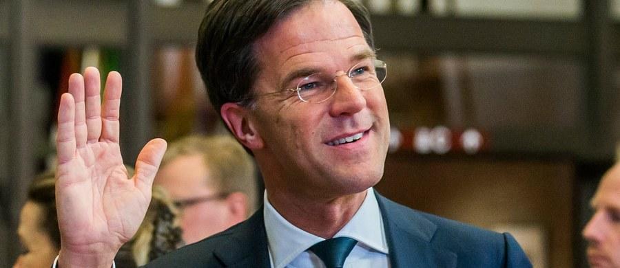 Premier Holandii Mark Rutte oświadczył, że zrobi wszystko w celu zmniejszenia napięcia dyplomatycznego z Turcją. Przyznał, że to najpoważniejszy taki kryzys od lat. Wcześniej premier Turcji Binali Yildirim zagroził Hadze ostrym odwetem.