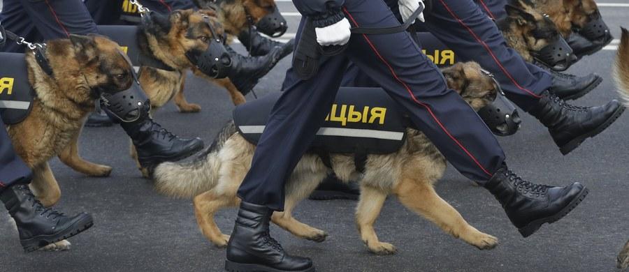 Opozycjoniści i dziennikarze niezależnych mediów - w tym ekipa telewizji Biełsat - zatrzymani w związku z protestami w Orszy i Bobrujsku. Przeciwko dekretowi o pasożytnictwie w Orszy protestowało do 1000 osób, w Bobrujsku - ok. 700. Dekret zakłada opodatkowanie osób, które nie pracują co najmniej 183 dni w roku.