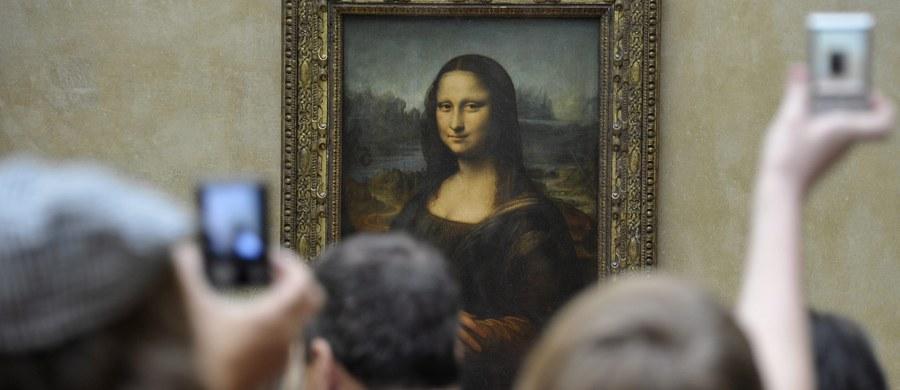 Niemieccy naukowcy rozszyfrowali tajemnicę uśmiechu Mony Lisy. Z ich najnowszych badań wynika, że namalowane przez Leonarda da Vinci usta wyrażają w jednoznaczny sposób… poczucie szczęścia.