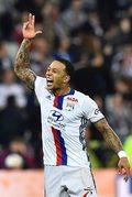 Olympique Lyon - Toulouse FC 4-0. Bramka Memphisa Depaya z połowy boiska