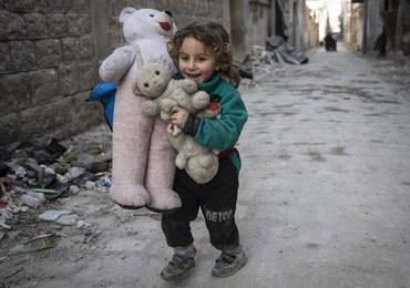 """Ponad 600 dzieci zginęło w Syrii. """"Bezwzględny brak szacunku dla prawa wojennego"""""""