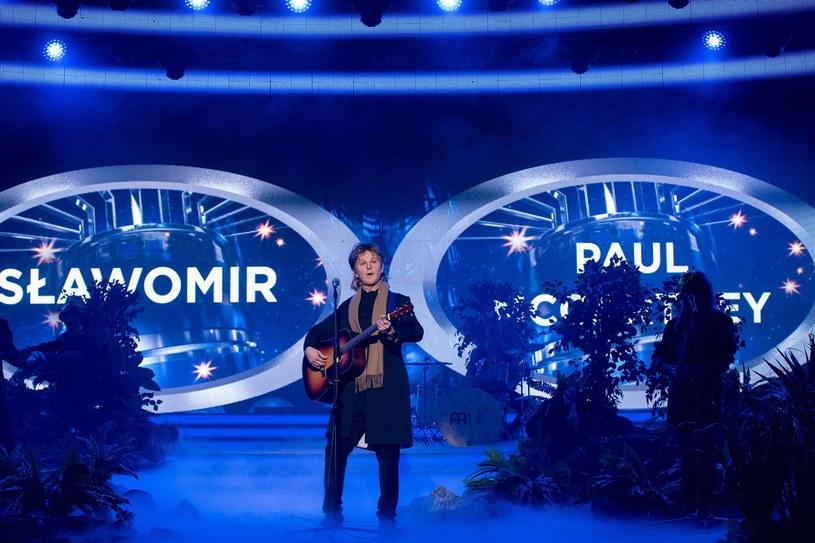 """Czujni widzowie programu """"Twoja twarz brzmi znajomo"""" zwrócili uwagę na występ Sławomira w roli Paula McCartneya."""