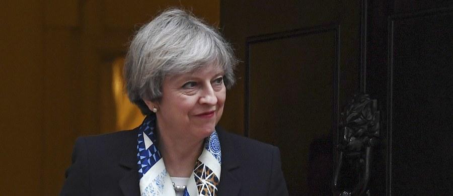 Biuro premier Theresy May wszczęło dochodzenie w sprawie złamania procedur bezpieczeństwa. Jak ujawniły brytyjskie media, dokument zawierający szczegółowy plan zajęć szefowej rządu, został znaleziony w pociągu.