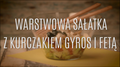 Warstwowa sałatka z kurczakiem gyros