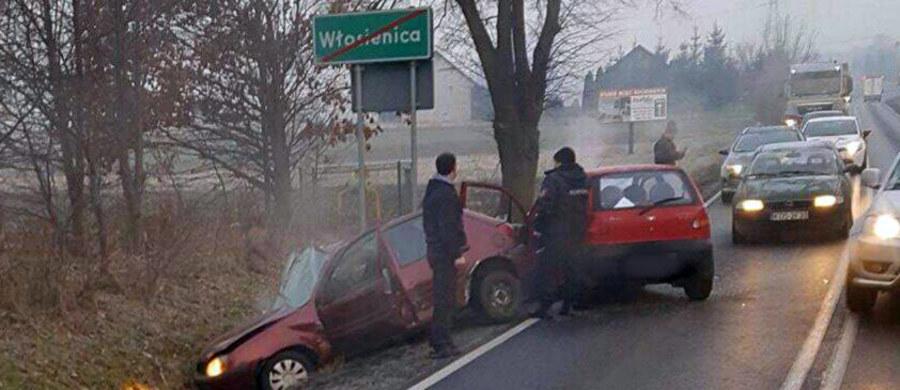 Wypadek na DK 44 koło Oświęcimia. We Włosienicy zderzyły się 3 samochody. 3 osoby zostały ranne.