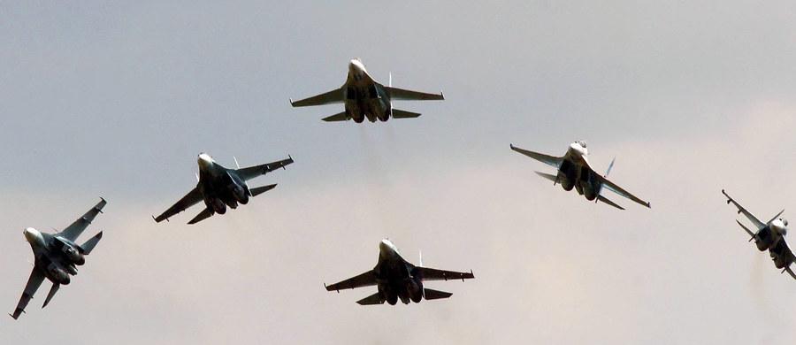 Rosja na razie nie jest gotowa do informowania NATO o planowanych manewrach, bowiem proces odnawiania stosunków nie jest dość zaawansowany - oświadczył przedstawiciel MSZ Rosji Andriej Kielin. Jak dodał, strony powinny współpracować w ramach Rady NATO-Rosja.