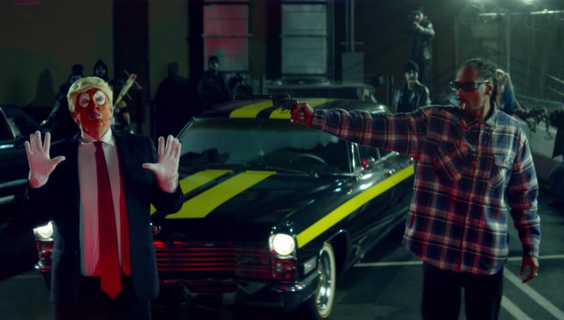 """Amerykański raper połączył siły z kanadyjskim składem BadBadNotGood oraz producentem Kaytranadą i stworzył utwór """"Lavender"""", w którym atakuje Donalda Trumpa. Snoop Dogg nie musiał długo czekać na odpowiedź. 45. prezydent USA domaga się dla gwiazdora surowej kary."""