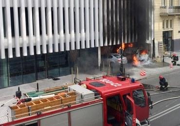 Pożar samochodu w Warszawie. Ewakuowano 300 osób z pobliskiego budynku MSZ