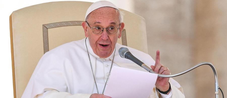 """Papież Franciszek powiedział podczas audiencji generalnej w Watykanie, że miłość """"nie może być telenowelą"""". Przestrzegał też przed """"egoizmem pod maską miłości""""."""