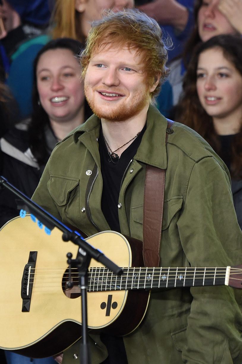 """Ed Sheeran w rozmowie z radiem SiriusXM przyznał, że Rihanna odrzuciła propozycję nagrania utworu """"Love Yourself"""". Wszystko z powodu tekstu."""