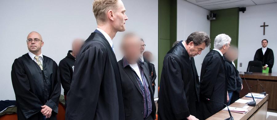 Sąd w Monachium skazał na kary od trzech do pięciu lat więzienia założycieli skrajnie prawicowej grupy terrorystycznej Oldschool Society. Planowali oni zamachy na ośrodki dla ubiegających się o azyl, chcąc wypędzić uchodźców z Niemiec.