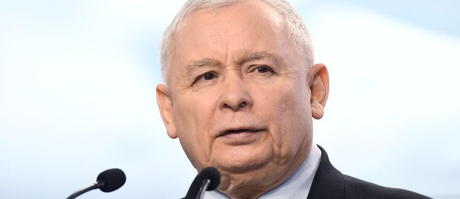 Właściwie dlaczego nie? Kto mi zagwarantuje, że Prawo i Sprawiedliwość nie chce nas wszystkich, a przynajmniej swoich zwolenników, zabrać tam, gdzie z powodzeniem, samotnie - z małymi przerwami na załogowe loty Apollo - gospodaruje pan Twardowski? W końcu to Polak z krwi i kości, co się diabłu nie kłaniał. A jeśli nawet prezes Jarosław Kaczyński poczuje się wywołany do tablicy i publicznie przysięgnie, że przeniesienie Polski na Księżyc nie leży w jego planach, to i tak mu nie uwierzę. Bo przecież ustami różnych osób nie o takich rzeczach już zapewniał. I co? No przecież nico...