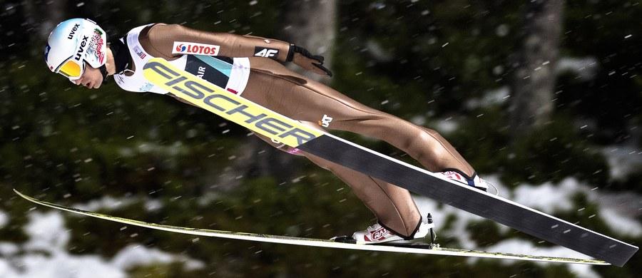 Kamil Stoch wygrał kwalifikacje przed czwartkowym konkursem Pucharu Świata w Trondheim: skoczył 139 m! Równie daleko lądował sklasyfikowany na drugiej pozycji Norweg Andreas Stjernen, a metr bliżej - trzeci Niemiec Andreas Wellinger. Poza Stochem do zawodów, rozgrywanych w ramach cyklu Raw Air, zakwalifikowało się jeszcze czterech naszych skoczków.