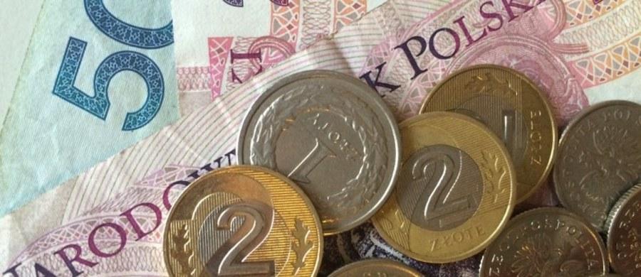 Komisja Nadzoru Finansowego raz jeszcze próbuje ograniczyć działalność pośredników kredytowych w Polsce. W Senacie trwa dyskusja o nowej ustawie o kredytach. Senatorowie nie chcą jednak wprowadzić zakazu finansowania pośredników kredytowych przez banki.