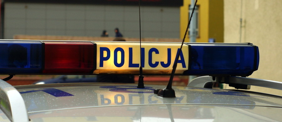 Trzy miesiące spędzi w areszcie mężczyzna podejrzany o zgwałcenie 9-letniej dziewczynki w Szczecinku w Zachodniopomorskiem. Sąd Rejonowy przychylił się do wniosku prokuratury o izolację 32-latka. Jak dowiedziała się nasza reporterka Aneta Łuczkowska, śledczy chcą mu przedstawić kolejne zarzuty. Mężczyzna w sobotę wywiózł 9-latkę do lasu i ją zgwałcił.