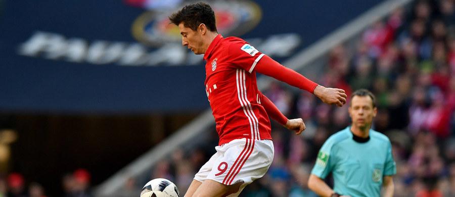 Bayern Monachium Roberta Lewandowskiego trafił na broniący trofeum Real Madryt w ćwierćfinale piłkarskiej Ligi Mistrzów. Borussia Dortmund Łukasza Piszczka zagra z rewelacyjnym w tym sezonie AS Monaco Kamila Glika. Losowanie par odbyło się w szwajcarskim Nyonie.