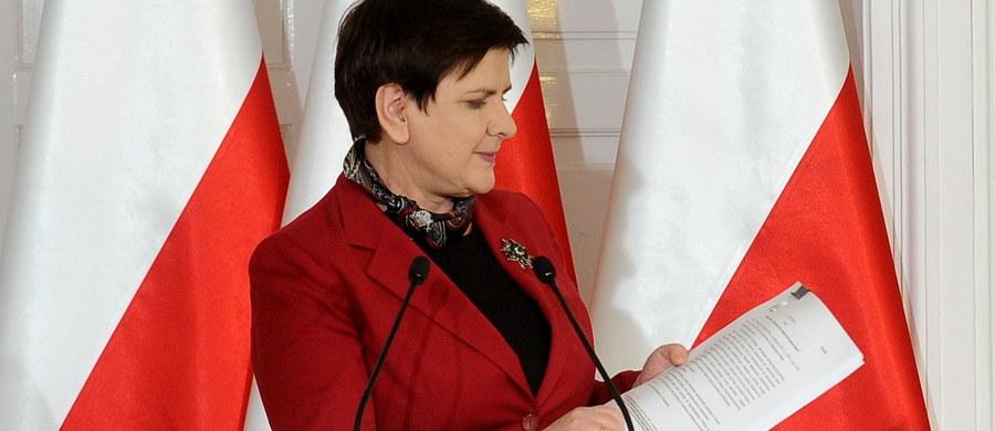 Wszystkie związki zawodowe działające w służbach mundurowych domagają się pilnego spotkania z premier Beatą Szydło - dowiedział się reporter RMF FM Krzysztof Zasada. Chcą się dowiedzieć, jaki jest ostateczny pomysł rządu dotyczący ich systemu emerytalnego.