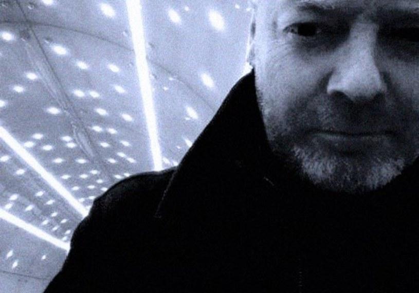 """W dniu 52. urodzin Artura Szuby premierę miał teledysk """"Sowy"""" grupy Szepty i Krzyki."""