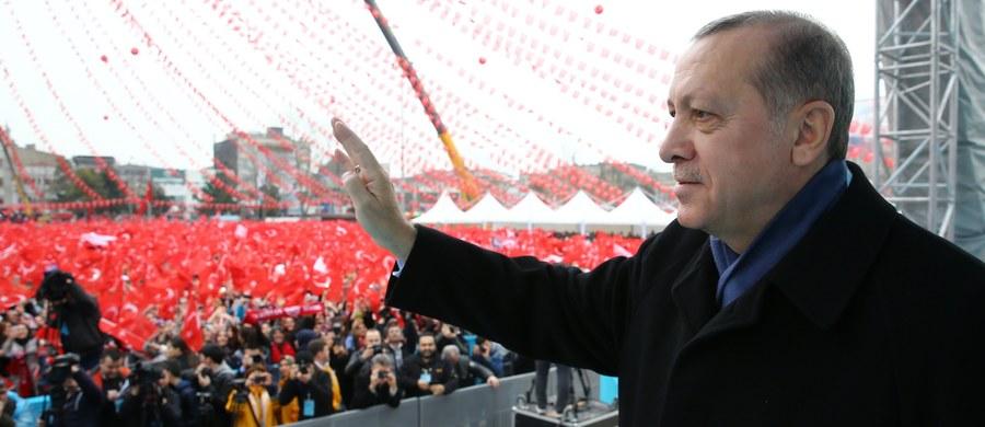 """Prezydent Turcji Recep Tayyip Erdogan wezwał Turków mieszkających w europejskich krajach, by mieli dużo dzieci i w ten sposób dali """"najlepszą odpowiedź"""" na dyskryminację, której - jego zdaniem - są ofiarami."""