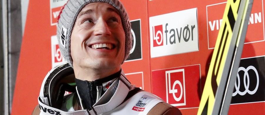 Kamil Stoch wygrał rozegrane w piątek wieczorem kwalifikacje do niedzielnego konkursu Pucharu Świata na mamuciej skoczni w norweskim Vikersund. W zawodach, które zakończą cykl Raw Air, wystartuje czterech reprezentantów Polski.