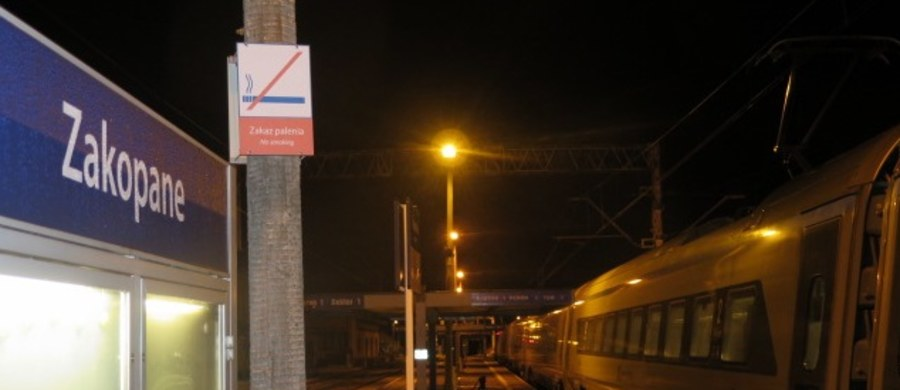 Pierwszy pociąg Pendolino przyjechał do Zakopanego w sobotę tuż przed północą. Na razie bez pasażerów, bo to była jazda testowe, które miała sprawdzić, jak skład zachowuje się na starej trasie kolejowej z Krakowa po Tatry. Mimo późnej pory na dworcu w Zakopanem nowoczesny pociąg witali górale, miłośnicy kolei i turyści. Załoga Pendolino dostała nawet oscypka.