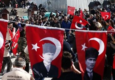 """Turecki sąd skazał sędziego trybunału ONZ. Za """"członkostwo w organizacji terrorystycznej"""""""