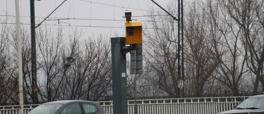 Trzy stacjonarne fotoradary od dziś wracają do pracy w Warszawie. Na kierowców będą czyhały na Moście Gdańskim, przy ulicy Spacerowej i na Wesołej.