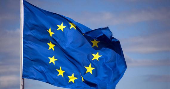 """Eurodeputowani z Polski opłacali z unijnych pieniędzy fikcyjne etaty - m.in. dla opiekunki matki Jarosława Kaczyńskiego, jego makijażystki i Bartłomieja Misiewicza - pisze """"Newsweek"""". Jak wyjaśnia tygodnik, służby finansowe europarlamentu wszczęły audyt, który kończy się postępowaniem wobec siódemki obecnych i byłych deputowanych. Są wśród nich reprezentanci PiS-u, PO i PSL-u."""