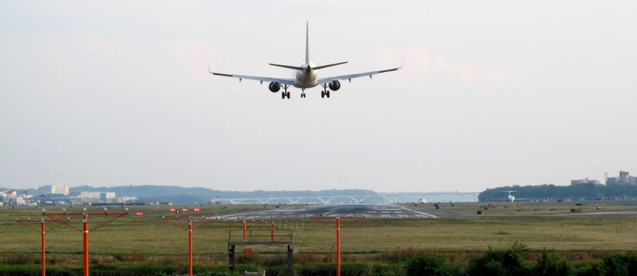 W ślad za Stanami Zjednoczonymi również brytyjski rząd wprowadził zakaz wnoszenia większych urządzeń elektronicznych na pokład samolotów lecących do Wielkiej Brytanii z Arabii Saudyjskiej, Egiptu, Libanu, Jordanii, Tunezji i Turcji.