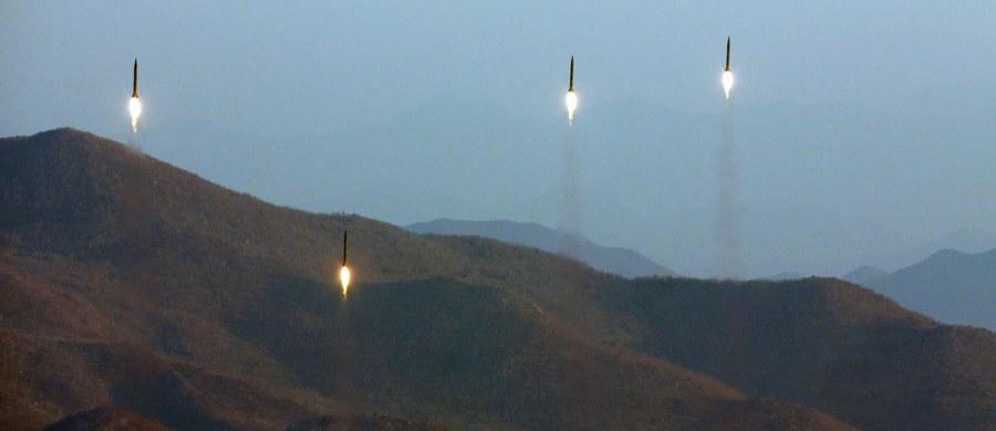 Korea Północna próbowała wystrzelić z lotniska Kalma w mieście Wonsan na wschodzie kraju pociski rakietowe - potwierdziło dowództwo amerykańskich sił wojskowych na Pacyfiku (USPACOM). Jak podał jego rzecznik Dave Benham, pociski eksplodowały w powietrzu kilka sekund po odpaleniu, a próba nie przedstawiała żadnego zagrożenia dla bezpieczeństwa USA i sojuszników.