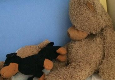 Dwulatka trafiła do szpitala w Pile ze śladami pobicia. Dziecko zmarło