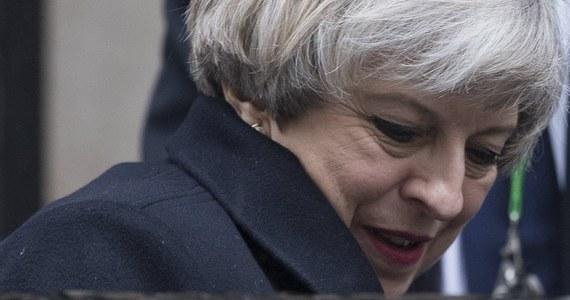 """Brytyjska premier Theresa May określiła środowy atak terrorystyczny w Londynie jako """"chory i zdeprawowany"""", podkreślając, że """"jakakolwiek próba pokonania wartości, które reprezentuje nasz parlament, musi się skończyć niepowodzeniem""""."""