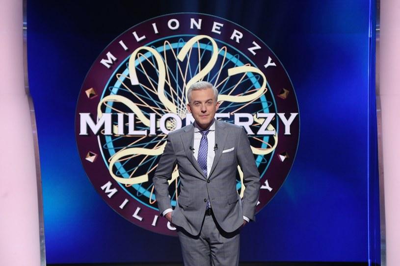 """Kolejne pytanie muzyczne padło w programie TVN """"Milionerzy"""". Tym razem uczestnik musiał odpowiedzieć, kto napisał piosenkę """"Śpiewać każdy może""""."""