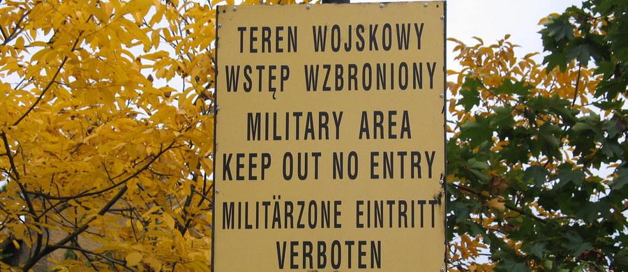 """""""16 tys. osób zapisało się do Wojsk Obrony Terytorialnej"""" - powiedział w Sejmie minister obrony narodowej Antoni Macierewicz. Jak dodał: warto to docenić. Szef MON odpowiadał na pytania posłów. Tłumaczył również, że ostatnie odejścia wojskowych z armii, były w pewniej mierze związane z kwestiami lustracyjnymi."""