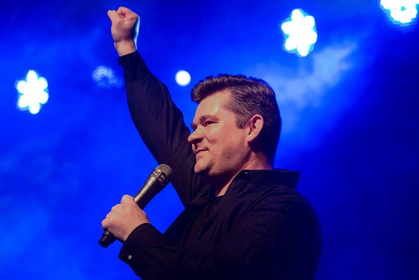 Prawie 240 tys. odsłon ma wideo z występem grupy Akcent na weselu Olgi i Wojciecha. Zenek Martyniuk zaśpiewał nowożeńcom swoje największe przeboje.