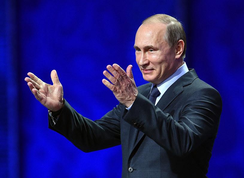 """Popularny występ Władimira Putina z 2010 roku doczekał się kolejnej wersji stworzonej przez internautów. Tym razem prezydent Rosji """"wykonał"""" utwór """"Creep"""" grupy Radiohead."""