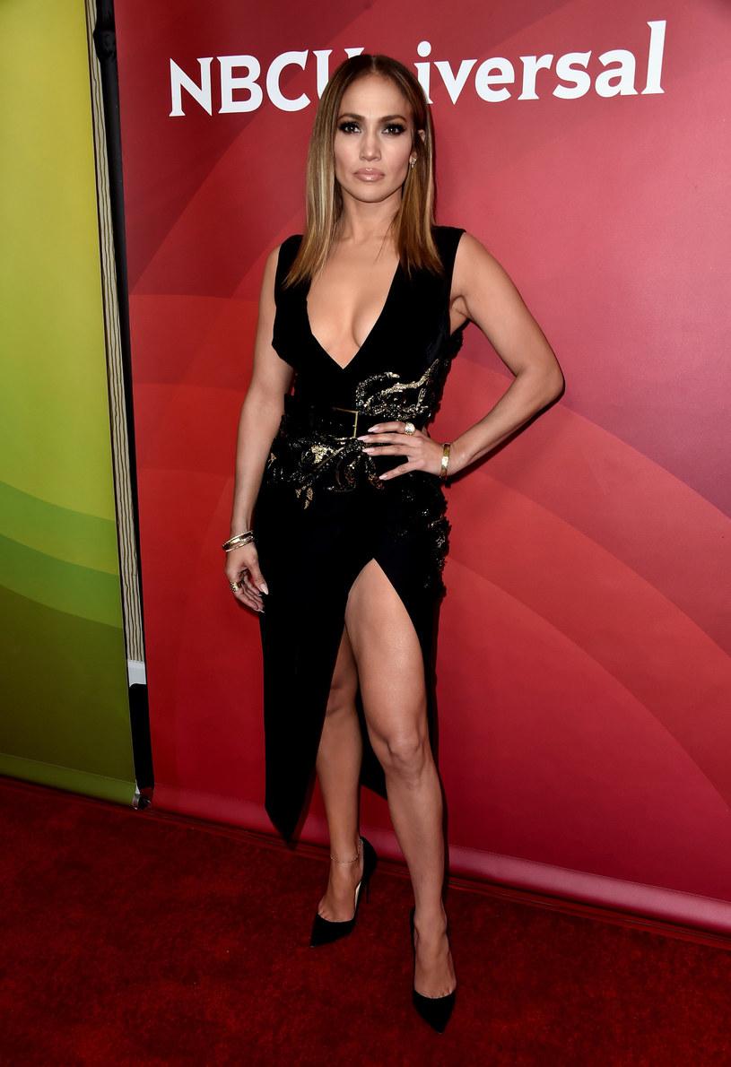 """W jednym z ostatnich wywiadów Jennifer Lopez opowiedziała, jak wyglądało jej życie zanim stała się sławna i bogata. """"Jadłam tylko jeden kawałek pizzy dziennie"""" - wyznała wokalistka."""