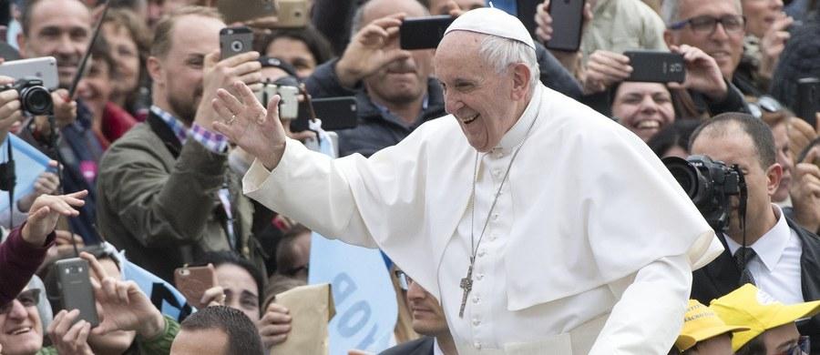 Dwoje pastuszków z Fatimy, świadków objawień w tej miejscowości będzie kanonizowanych. Watykan ogłosił w czwartek, że papież Franciszek wyraził zgodę na publikację dekretu o uznaniu cudu za wstawiennictwem dzieci, beatyfikowanych przez Jana Pawła II w 2000 r.
