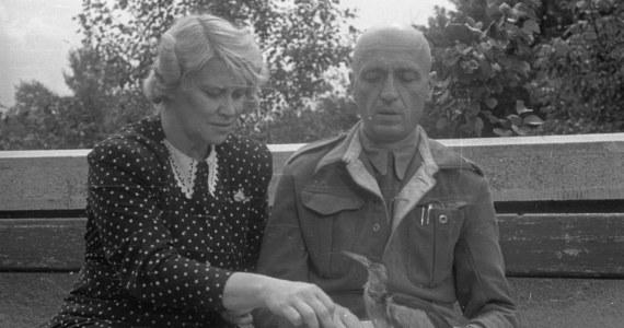 """""""Gdy sytuacja stawała się niebezpieczna, Niemcy wchodzili do domu, narastało ryzyko odkrycia, że Żabińscy ukrywają u siebie ludzi, pani Antonina zasiadała przy fortepianie i grała ulubioną melodię. Była to aria z operetki """"Piękna Helena"""" Offenbacha. To oznaczało, że należy zniknąć - opuścić dom poprzez tunel, który znajdował się w piwnicy"""" - mówi w rozmowie z RMF FM Olga Zbonikowka-Żmuda z warszawskiego zoo, gdzie podczas II wojny światowej Jan i Antonina Żabińscy ukrywali Żydów. Ocalili setki ludzi. Dziś do kin wchodzi zainspirowany tą historią film """"Azyl"""" w reż. Niki Caro."""