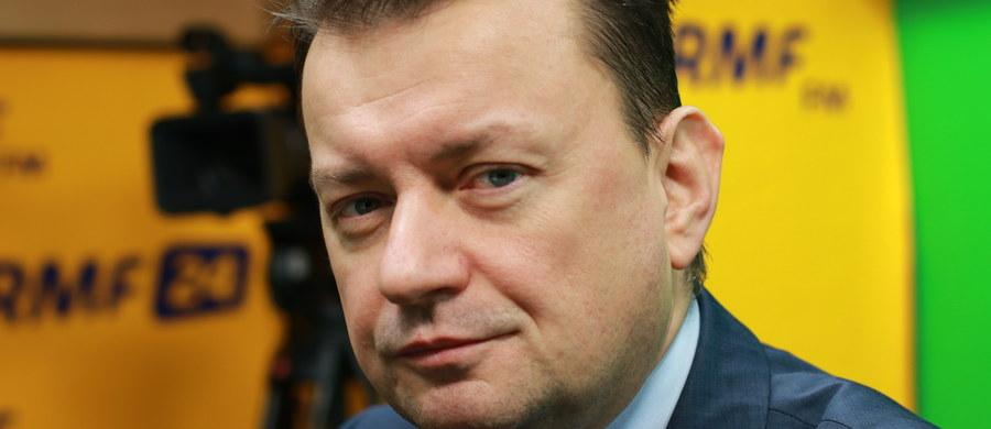 """Wet za wet? """"Komisarz UE ds. migracji Dimitri Avramopoulos z niecierpliwością czeka na spotkanie z ministrem Błaszczakiem przy innej okazji, a także w poniedziałek - podczas posiedzenia rady unijnych ministrów spraw wewnętrznych"""" - napisał rzecznik Komisji Europejskiej w przesłanym mi oświadczeniu."""