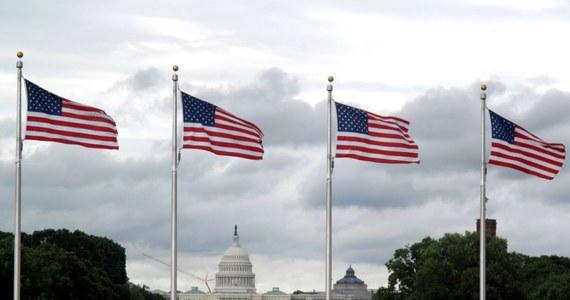 Obywatele wszystkich państw, które nie należą do ruchu bezwizowego ze Stanami Zjednoczonymi, mogą mieć problem z uzyskaniem wizy. To efekt zarządzenia szefa Departamentu Stanu, zgodnie z którym należy dokładniej sprawdzać tych, którzy zamierzają podróżować do USA.