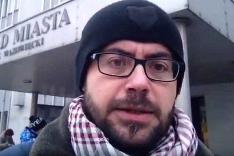 Wydawca i dziennikarz serwisu TVP Info, Adam Zawadzki, stracił pracę po  tym, jak poskarżył się na panujący w redakcji mobbing - poinformował portal Wirtualnemedia.pl.