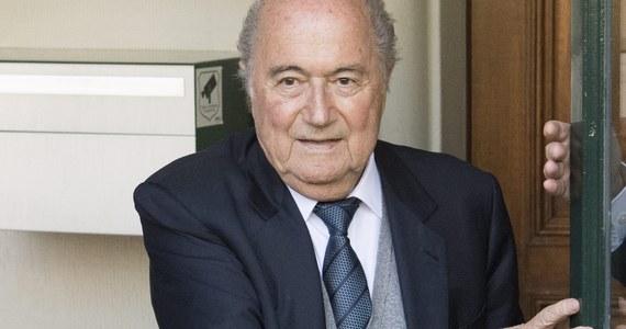 W siedzibie Międzynarodowej Federacji Piłkarskiej (FIFA) w Zurychu usunięto tablicę, na której znajdowało się m.in. nazwisko byłego prezydenta tej organizacji Josepha Blattera. Szwajcar jest zawieszony na sześć lat za nieetyczne zachowanie.