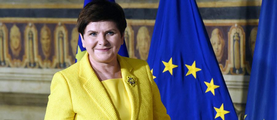 """""""Nie było owacji, nie było fety. Całkowita cisza, gęsta atmosfera. Jakby wszyscy zdawali sobie sprawę, że coś poszło nie tak"""" - premier Beata Szydło zdradza w rozmowie z tygodnikiem """"wSieci"""" kulisy wyboru Donalda Tuska na przewodniczącego Rady Europejskiej. """"Nie mogliśmy poprzeć człowieka, który chciał obalić nasz rząd"""" - podkreśla szefowa rządu."""