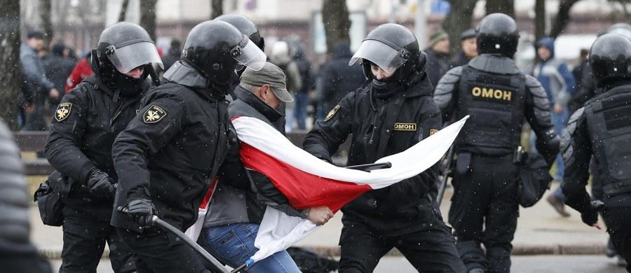 Klucze do dalszej współpracy Białorusi z Unią Europejską i Polską leżą w Mińsku; w przypadku eskalacji represji, wycofamy się z niej - powiedział szef MSZ Witold Waszczykowski.